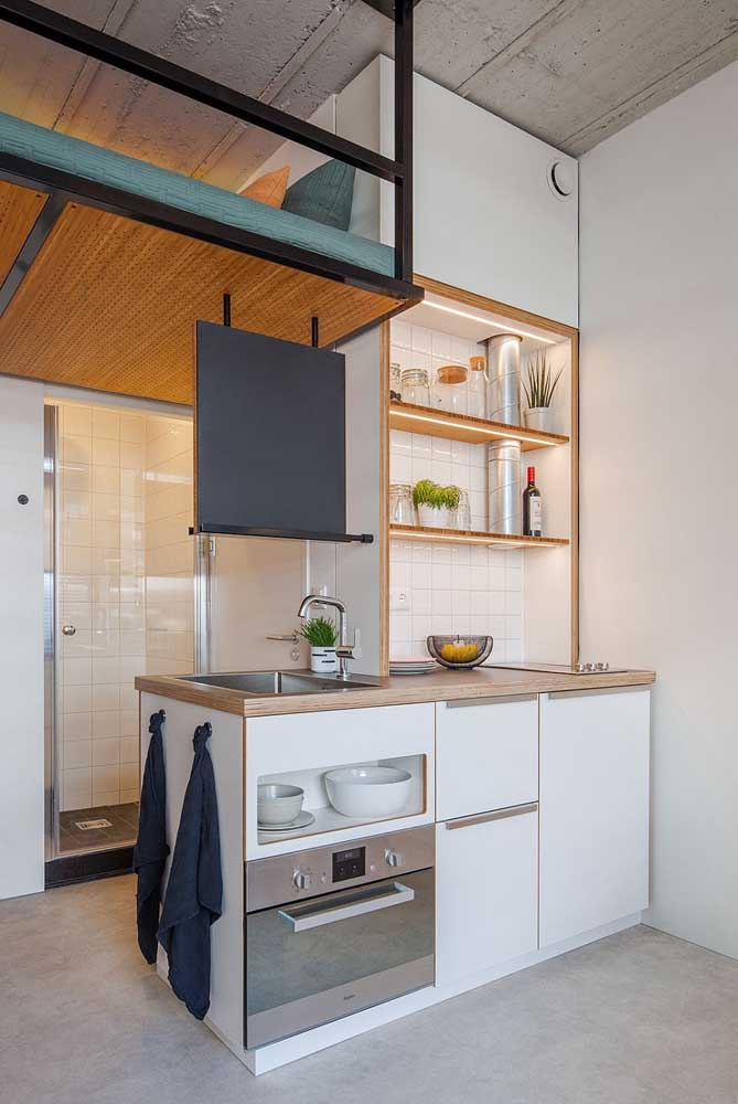 Essa cozinha integrada soube ocupar muito bem o pouco espaço disponível na casa