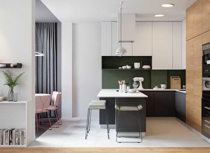 Aqui, o piso diferenciado demarca a área reservada para cozinha