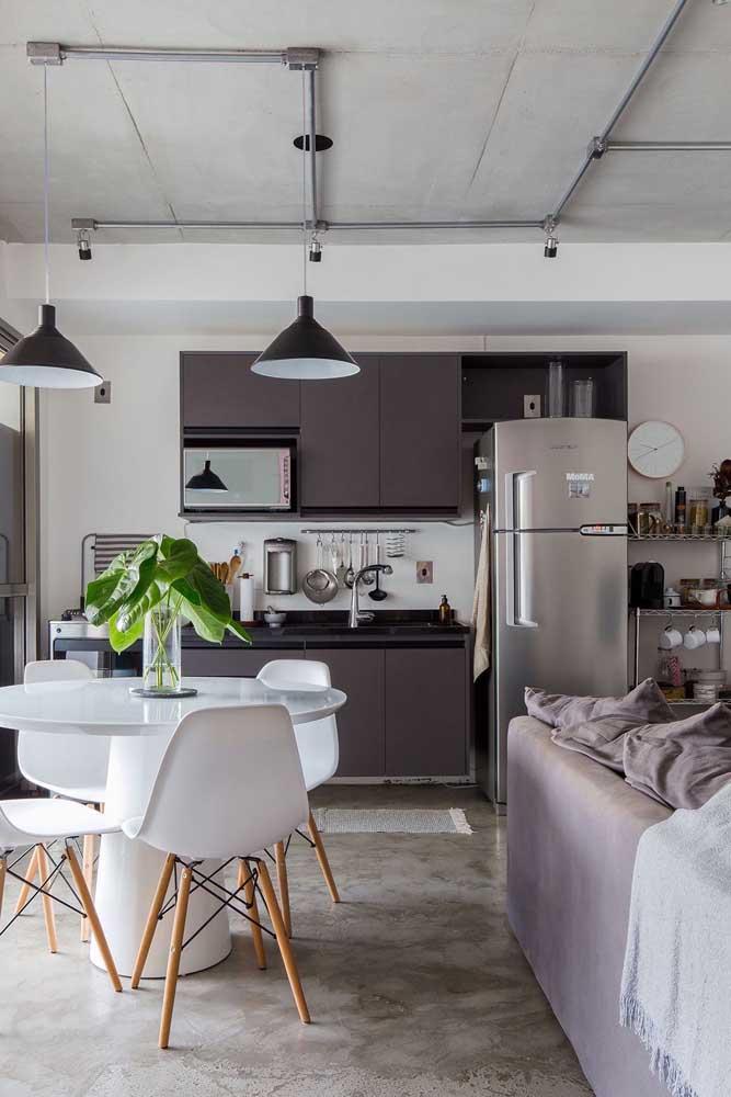 Essa cozinha integrada ganhou conexão com quase todos os cômodos da casa, perfeito para quem gosta de receber amigos e familiares