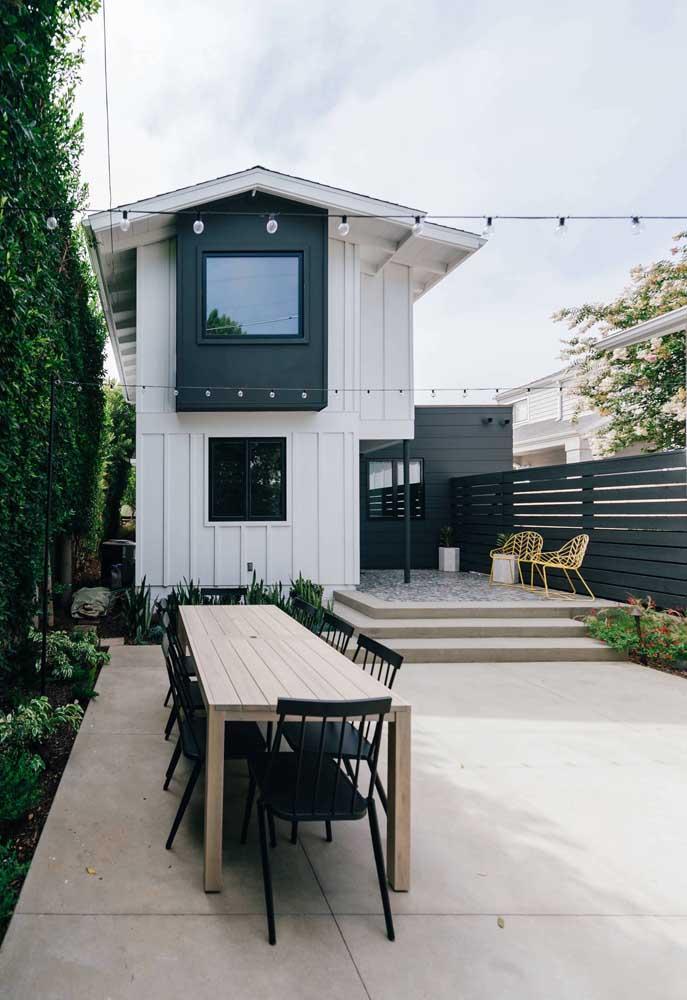 Outra vantagem do piso de concreto é que ele possui poucas emendas e marcas de rejunte, garantindo um visual mais uniforme