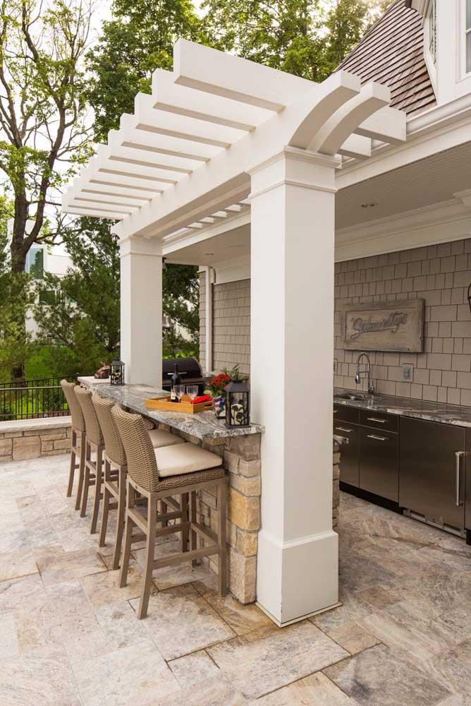 Piso de pedra no quintal: opção durável, bonita e resistente