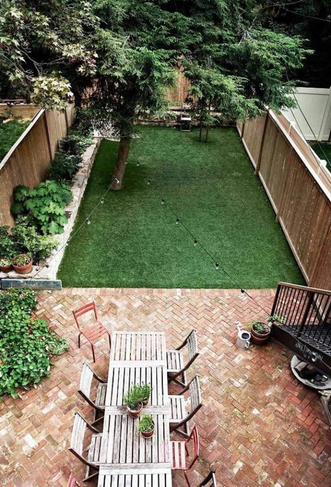 Piso de tijolo e grama: perfeita combinação para quem deseja um ambiente aconchegante