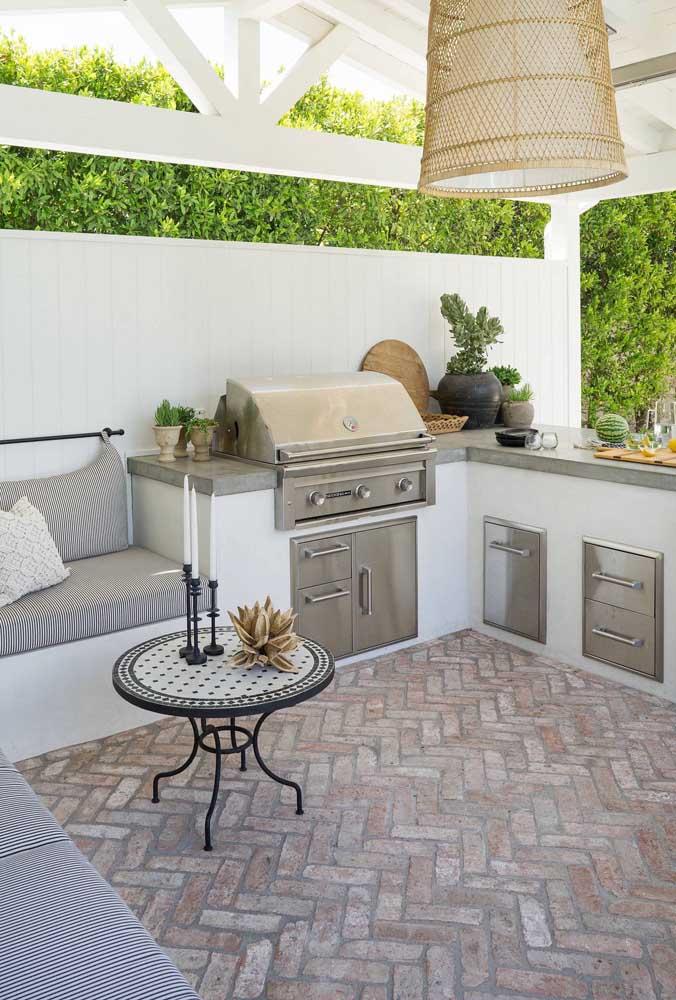 O piso de tijolo também combina com ambientes elegantes