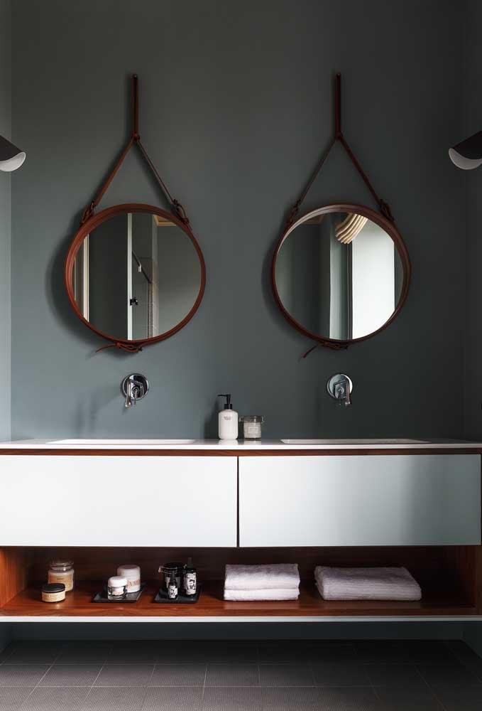 Moderno e original, esse banheiro ganhou paredes cinzas para se destacar