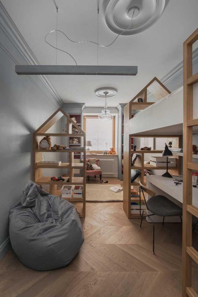 Cinza e madeira: a escolha perfeita para o quarto infanto juvenil