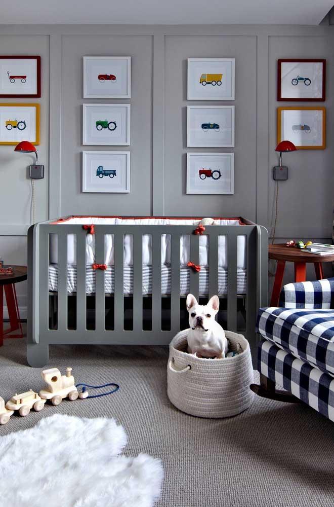 Quarto de bebê cinza com toques de cor; uma proposta moderna e arrojada que foge completamente do comum