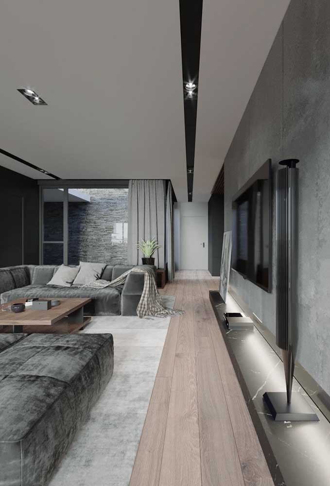 Diferentes tons de cinza marcam essa sala ampla e espaçosa