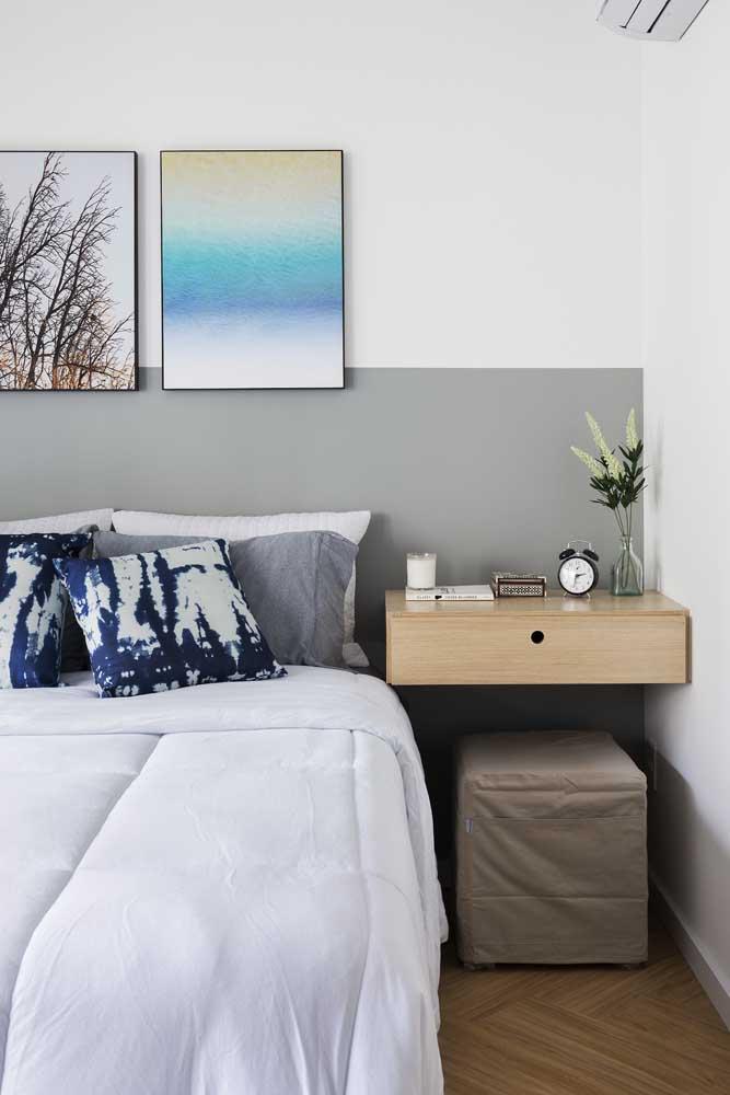 Já pensou em fazer a cabeceira da cama usando apenas tinta cinza na parede?