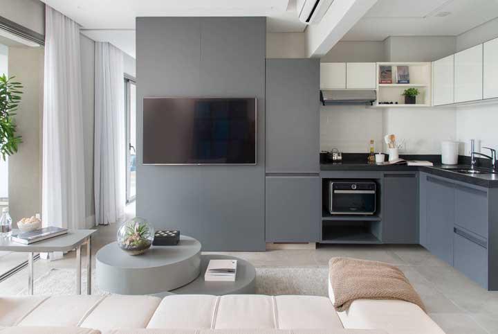 Já aqui, o cinza aparece de modo mais intenso nos armários e de modo mais sutil nas paredes