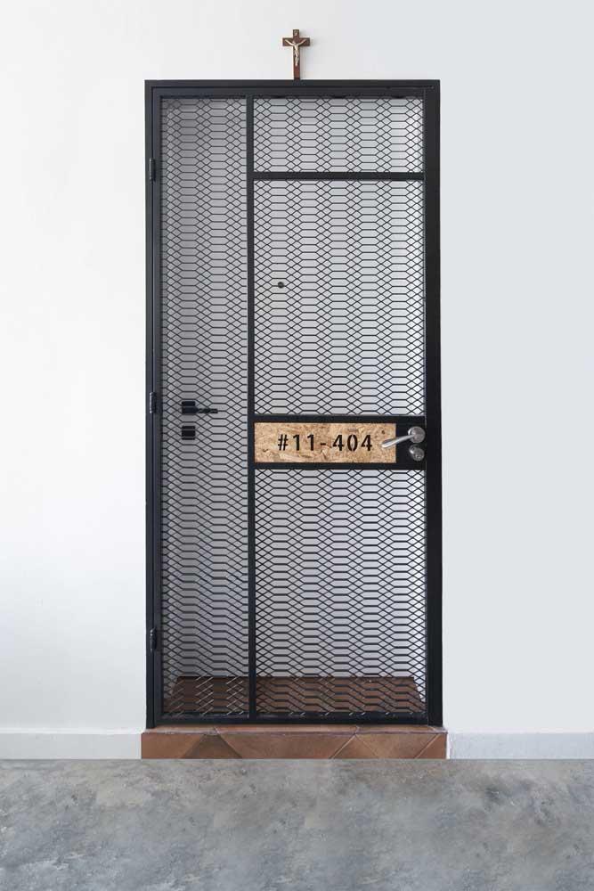Portão de ferro diferenciado e moderno para a entrada da casa
