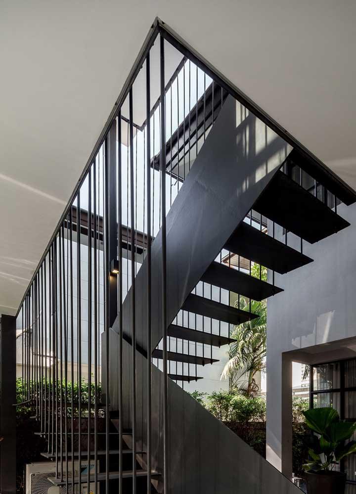 Modelo de grade simples para o contorno da escada; aqui, ela funciona como um guarda corpo