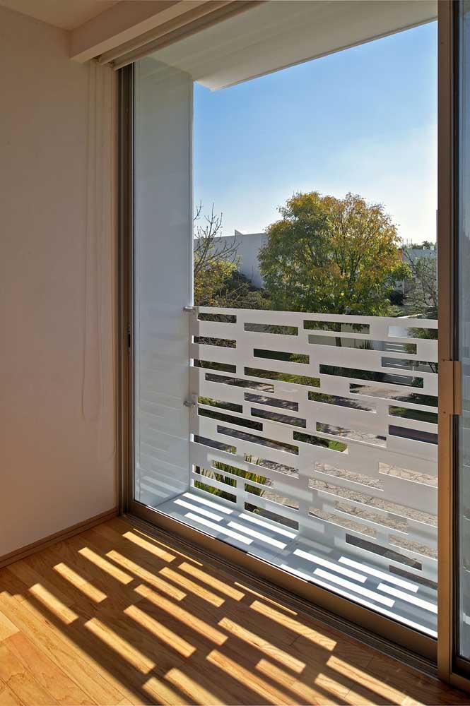 Modelo de grade moderno e diferente para a varanda do apartamento