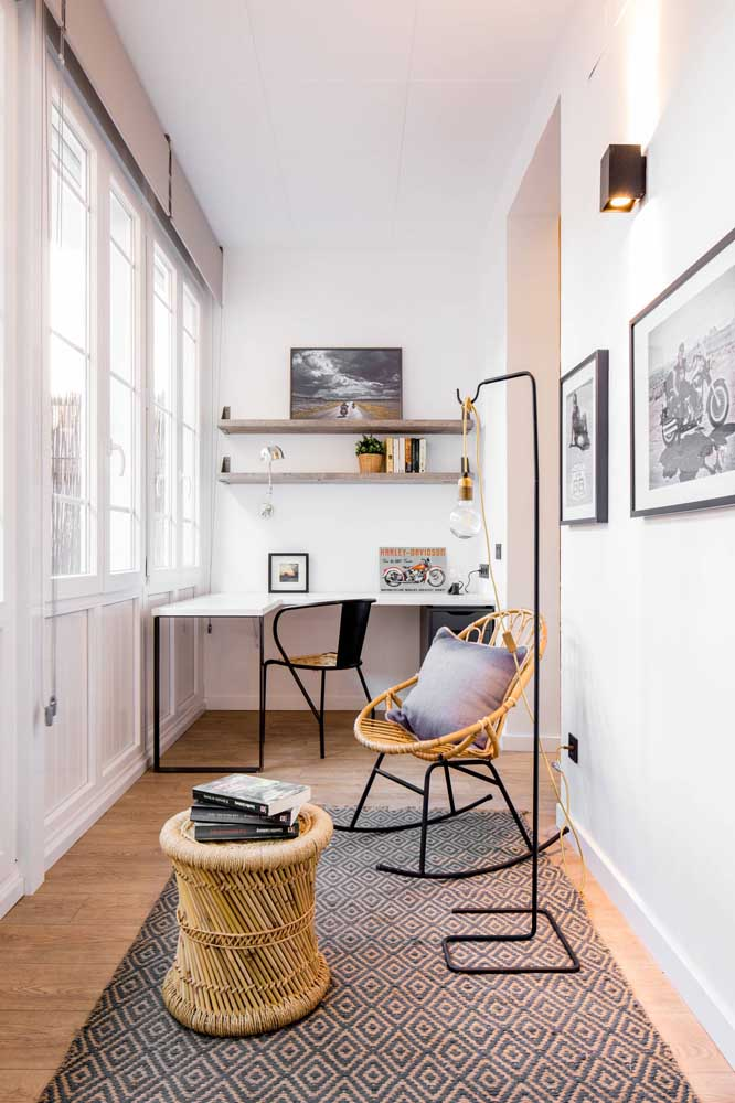 O home office moderno também se rendeu ao charme e aconchego dos móveis em rattan