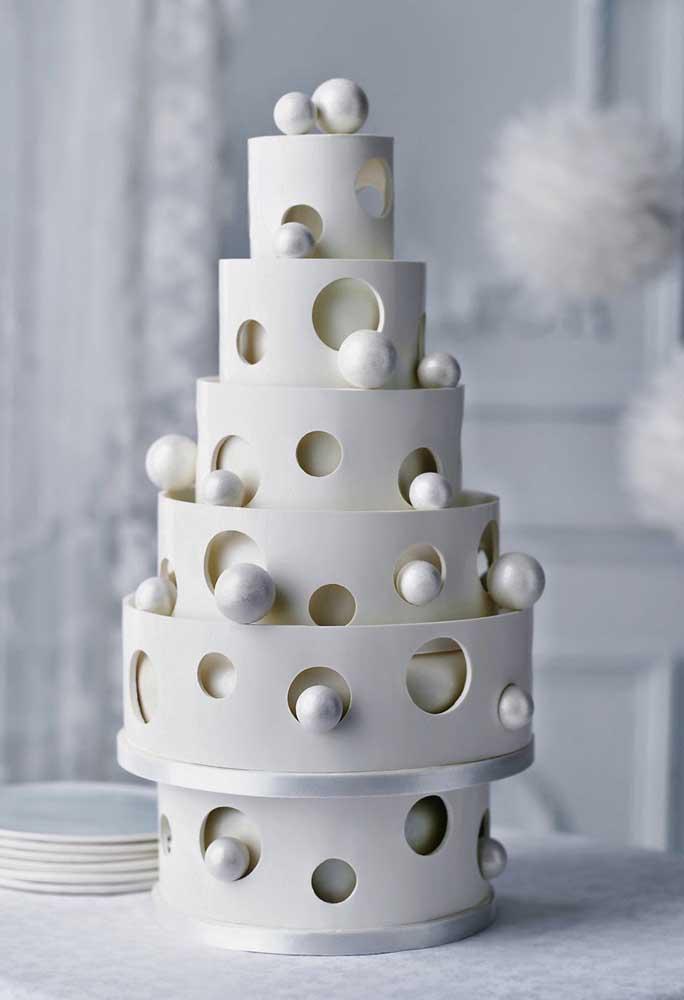Use a criatividade para fazer os mais diferentes modelos de bolo fake.