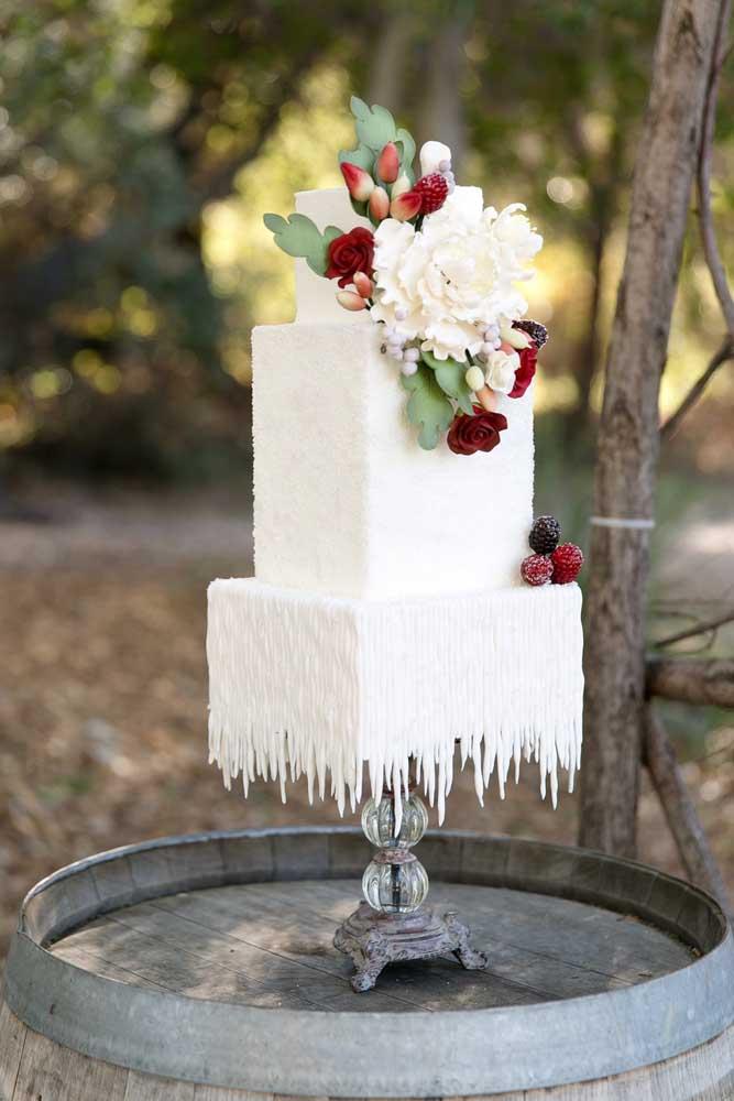 Parece até um bolo tradicional, mas os detalhes fazem com que ele se diferencie totalmente.