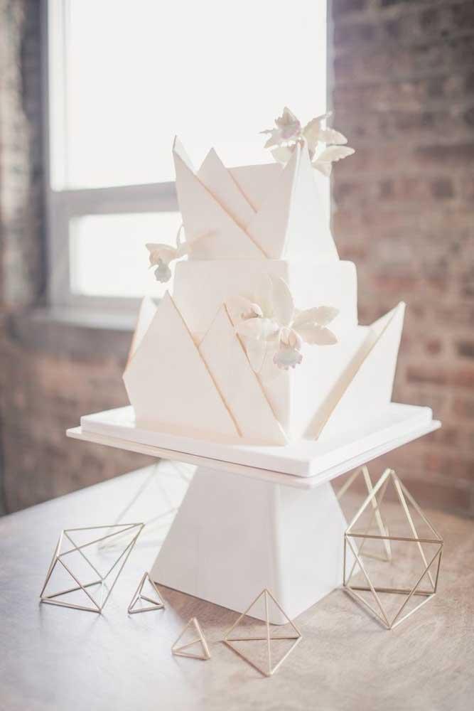 Com muita criatividade é possível fazer os mais diferentes modelos de bolos de casamento.