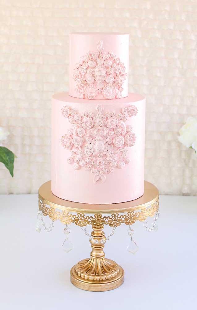 O resultado é o mesmo nesse modelo de bolo que apresenta um aspecto mais acetinado.