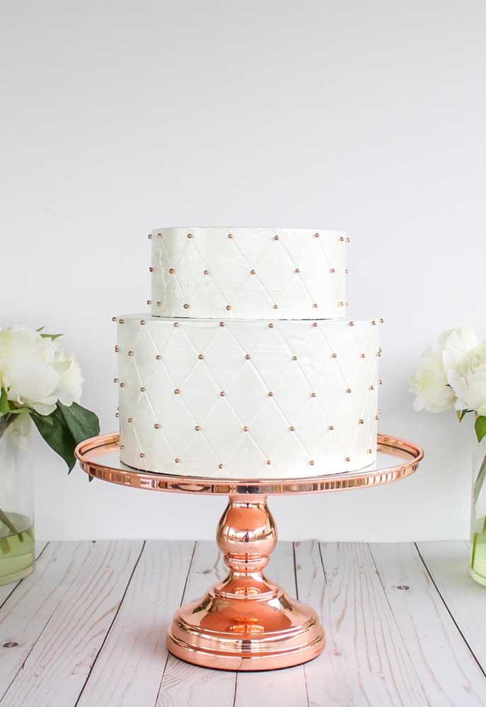 Você pode optar por uma decoração mais simples na hora de fazer o bolo fake.