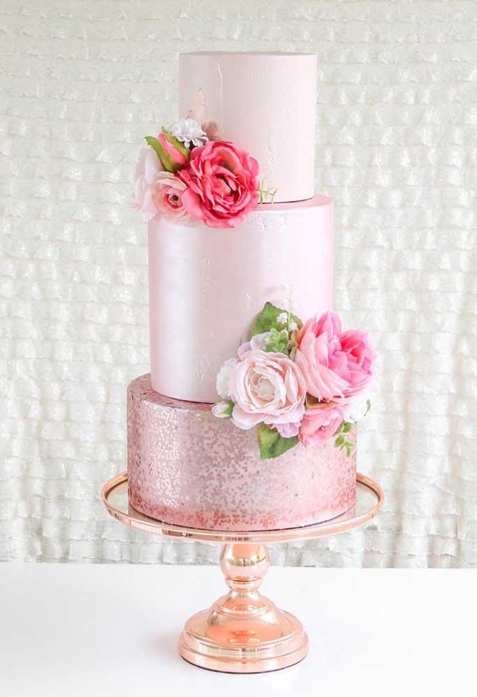 Que tal fazer um bolo de casamento com um tom diferenciado?