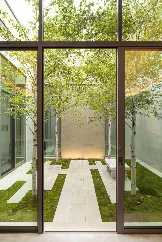 A proposta minimalista do jardim zen acaba se encaixando perfeitamente também com o estilo moderno de paisagismo