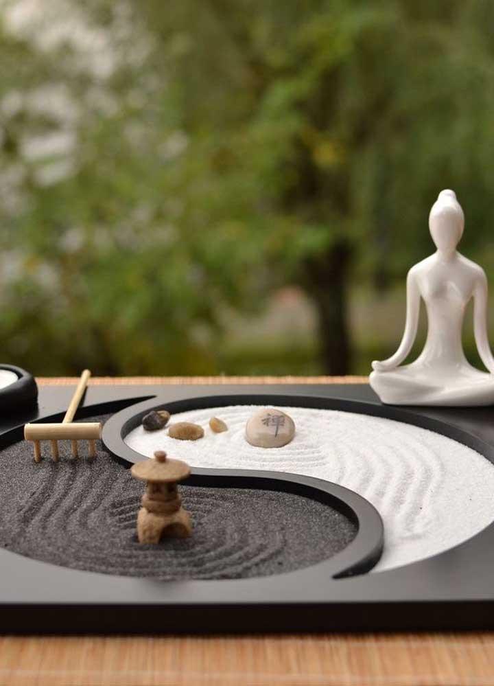 Jardim zen em miniatura: perfeito para relaxar depois de um dia de trabalho; deixe a mente fluir enquanto movimenta a areia