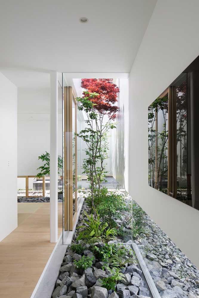 O jardim zen também é conhecido como jardim seco ou jardim de pedras; a imagem abaixo faz entender o porquê