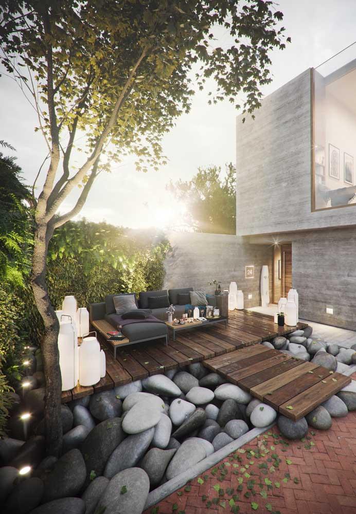 Inspirador esse jardim zen com pedras gigantes usadas como se fossem seixos
