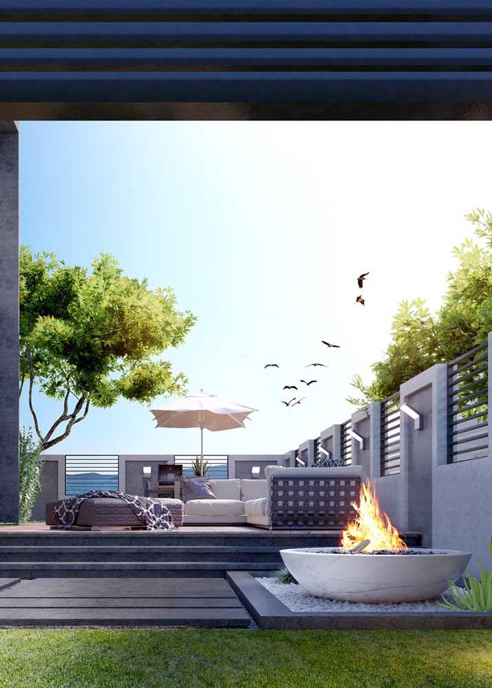 Feche a proposta do seu jardim zen com uma fogueira