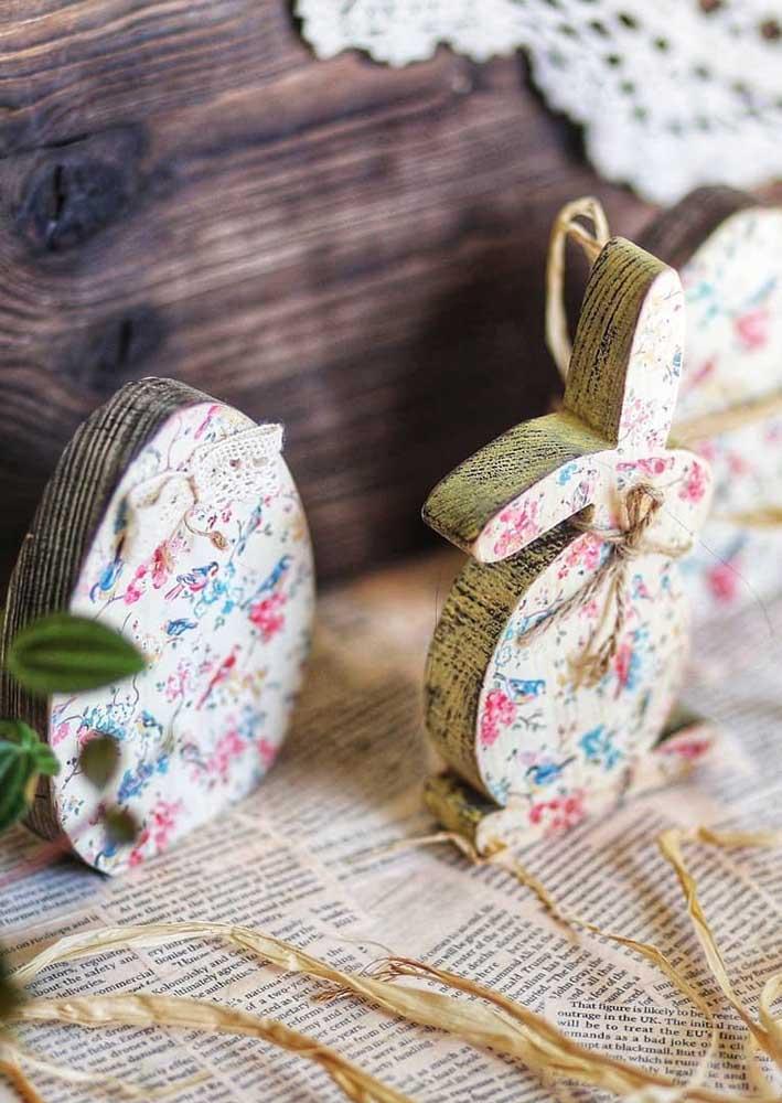 Enfeite de páscoa rústico em formato de ovo e coelho