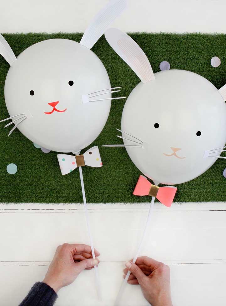 Enfeite de páscoa simples, fácil e barato: aqui, balões brancos dão vida aos coelhinhos
