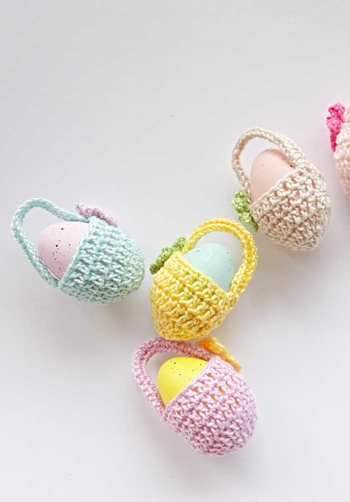 Que delicadeza esses cestinhos para ovos feitos em crochê!