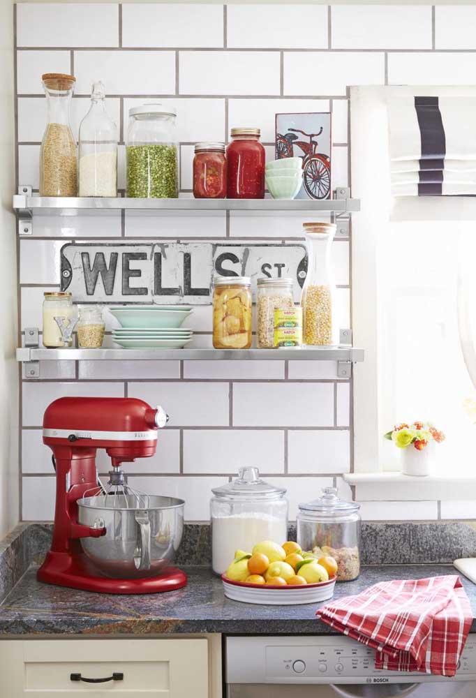 Como não se apaixonar por esse design retrô dos eletrodomésticos vermelhos?