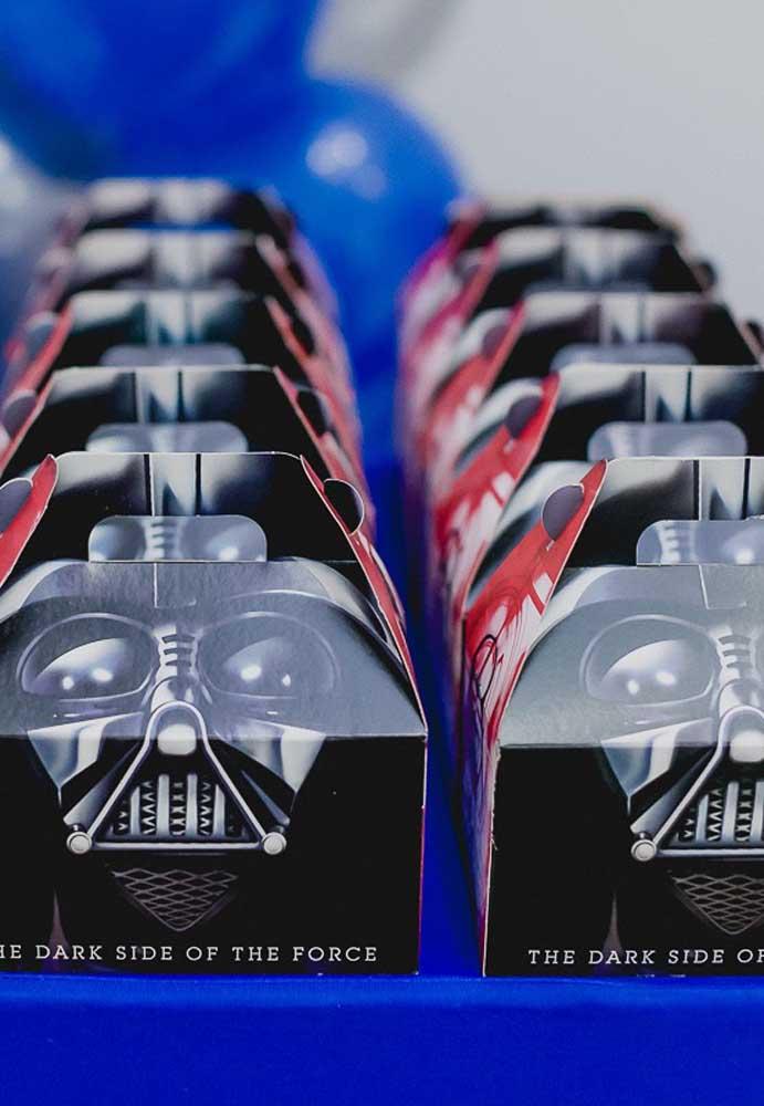 Se você prefere algo mais prático, escolha lembrancinhas do Star Wars prontas no formato de caixinha.
