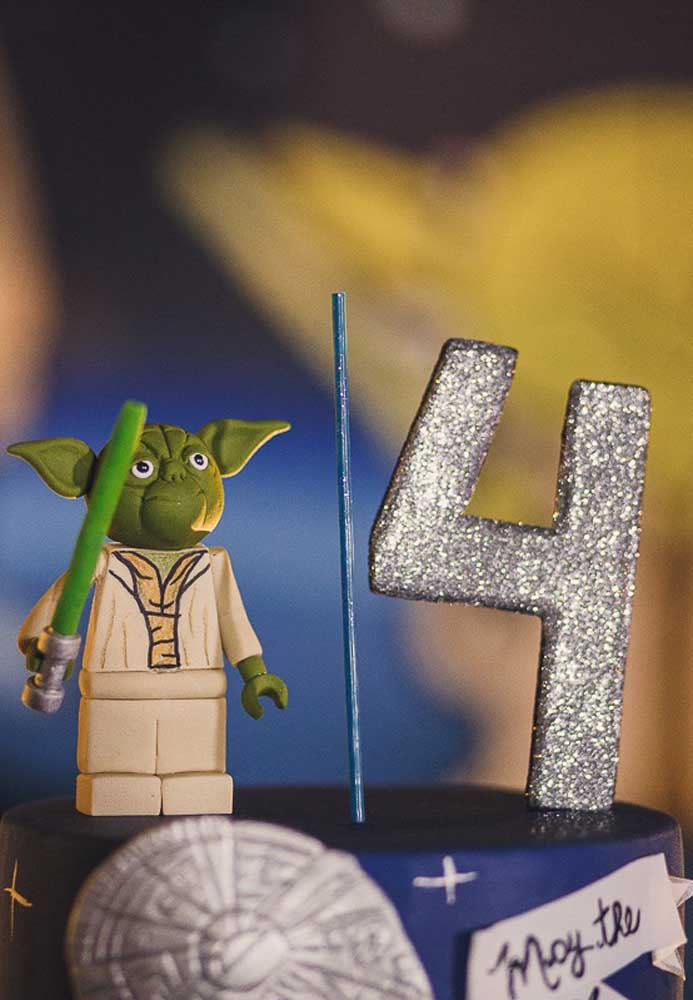 Um dos personagens mais queridos da saga pode ficar no topo do bolo Star Wars.