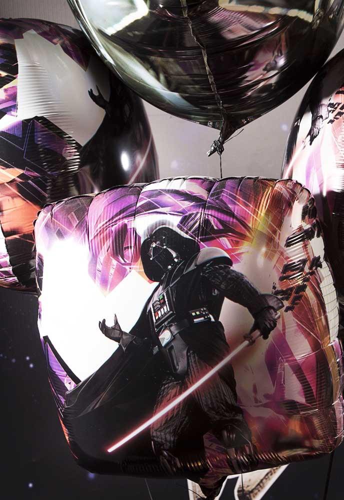 Existem balões metálicos que já vem personalizado com o tema Star Wars.