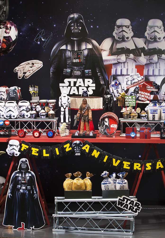 Olha que mesa perfeita para a festa infantil Star Wars.