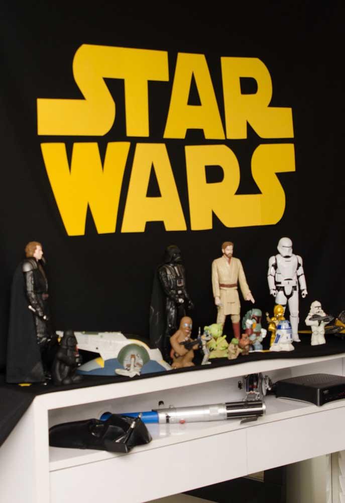 O fundo Star Wars fica perfeito para quem prefere uma decoração mais simples.