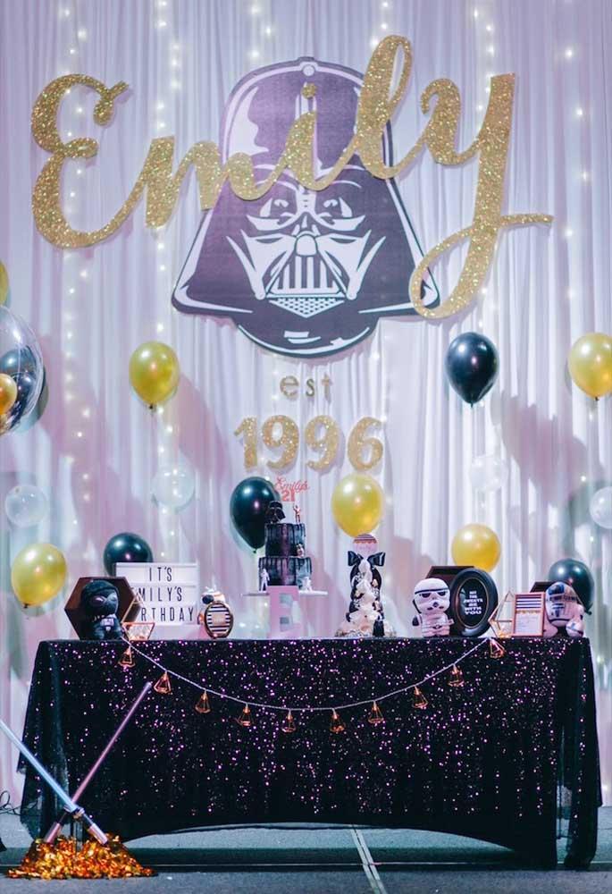 Quem disse que não existe uma festa Star Wars baby?