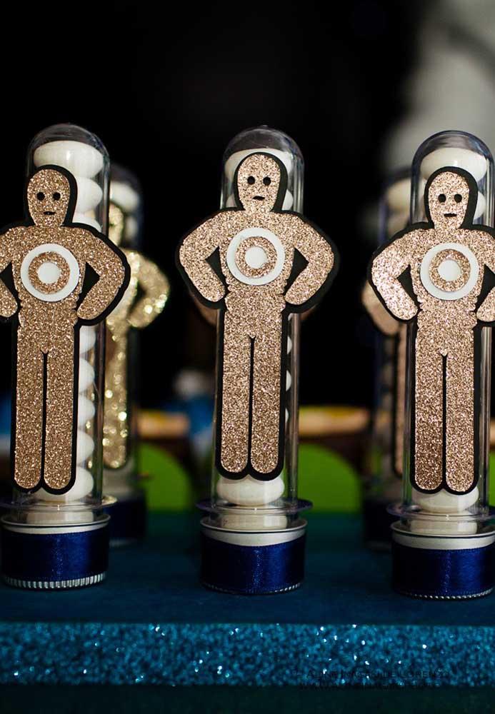 Você pode usar os mais diferentes modelos de decoração para personalizar as embalagens das guloseimas.