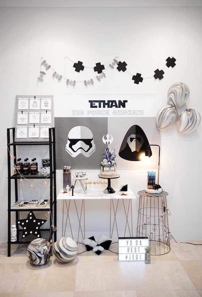 Que tal fazer uma decoração Star Wars preto e branco?