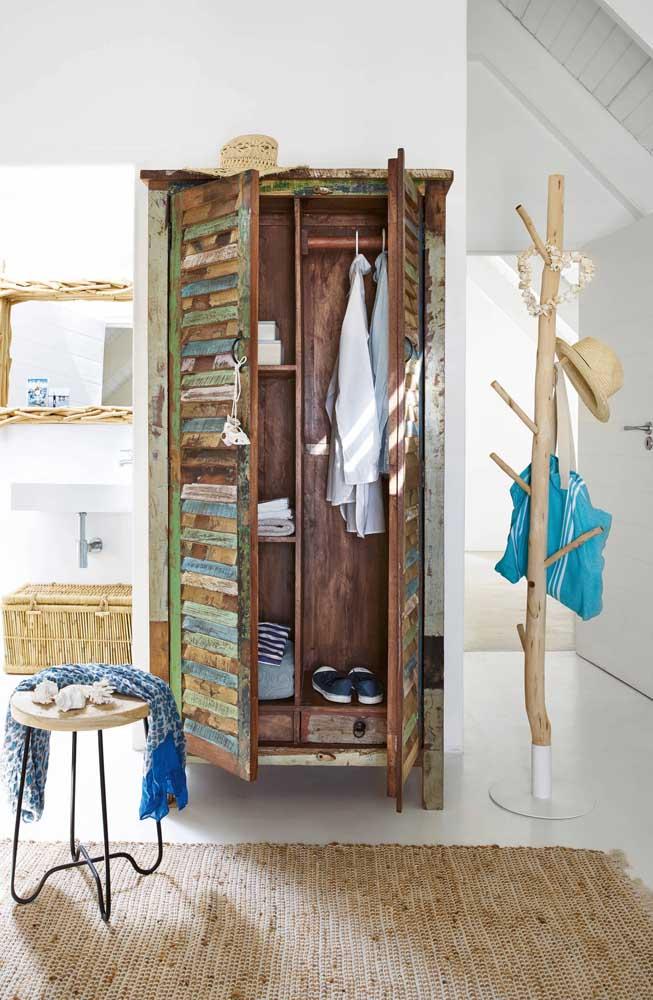 Armário com madeira reciclada, ideal para ambientes com estilo rústico