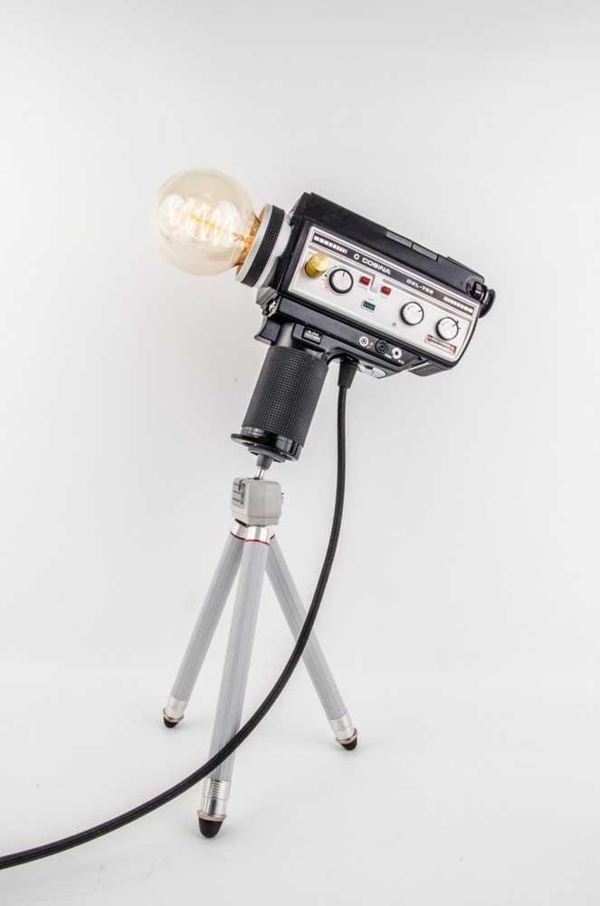 E aquela câmera antiga pode virar uma linda luminária