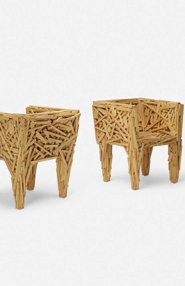 Uma peça contemporânea, cheia de design e estilo feita com ripas de madeira