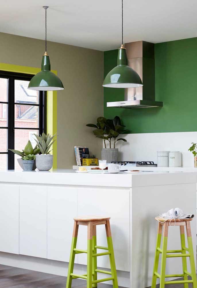Verde, branco e amarelo: um trio cheio de personalidade para a cozinha