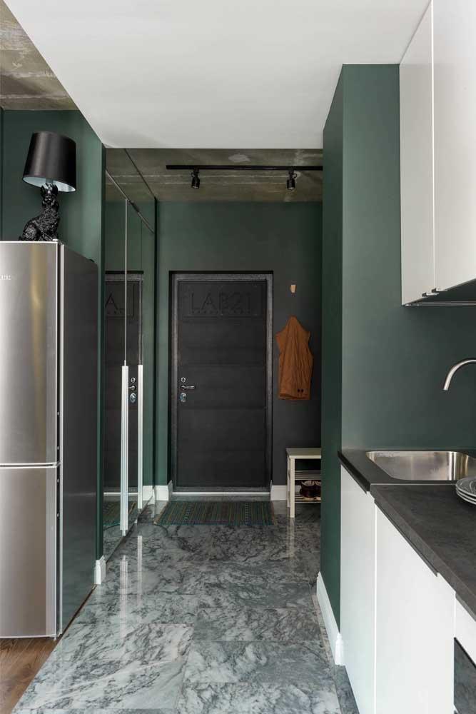 Sobriedade, elegância e modernidade ao mesmo tempo com o tom de verde escuro nas paredes