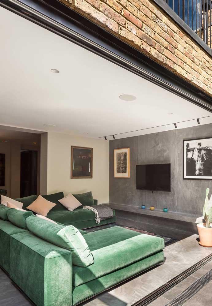 Sofá verde de veludo: a cor e o móvel perfeito para relaxar
