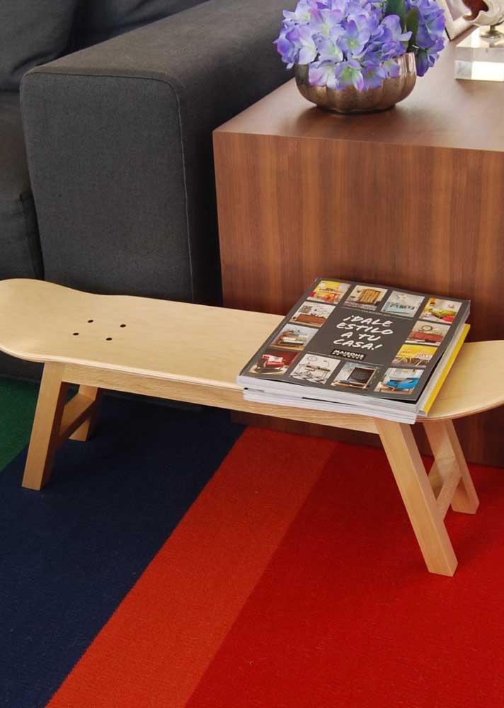 E o que fazer com um shape velho de skate? Mesa é claro!