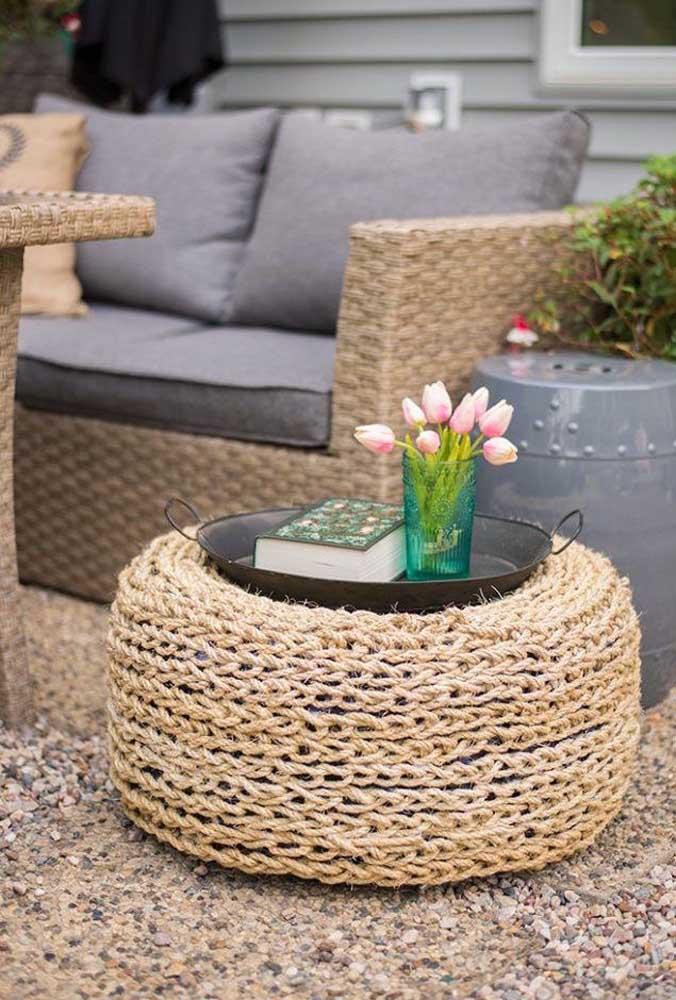 Puff de pneu envolvido com sisal: personalize a peça upcycling conforme a sua proposta de decoração