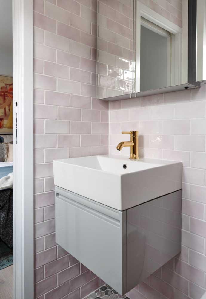 Banheiro simples com subway tiles; eles combinam com todo tipo de projeto