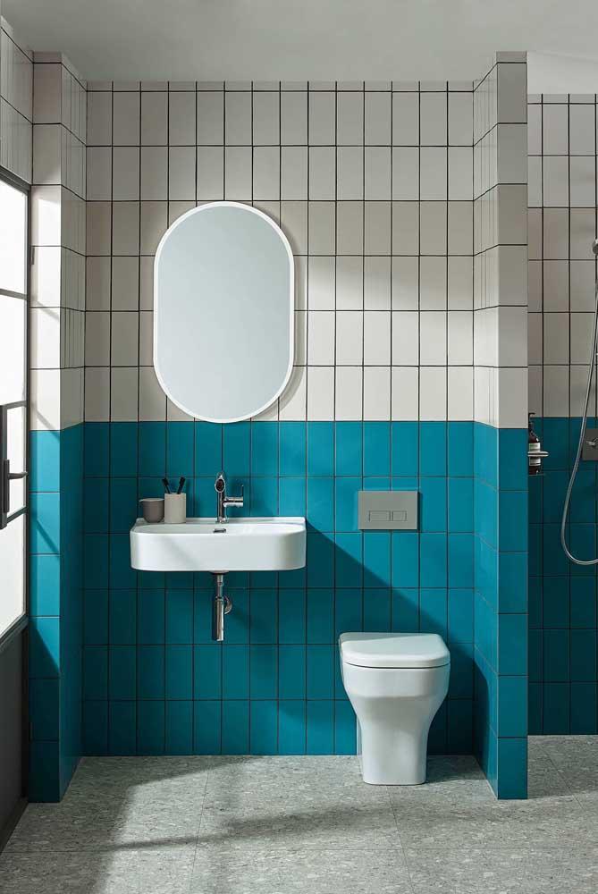 Se preferir, pode apostar em uma combinação com subway tile mais colorida, como a da imagem abaixo